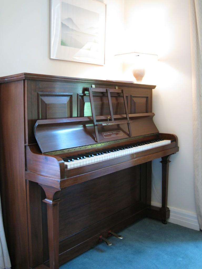 Case a 2 piani m su piani al pianterreno soggiorno con for Piani di piano rambler