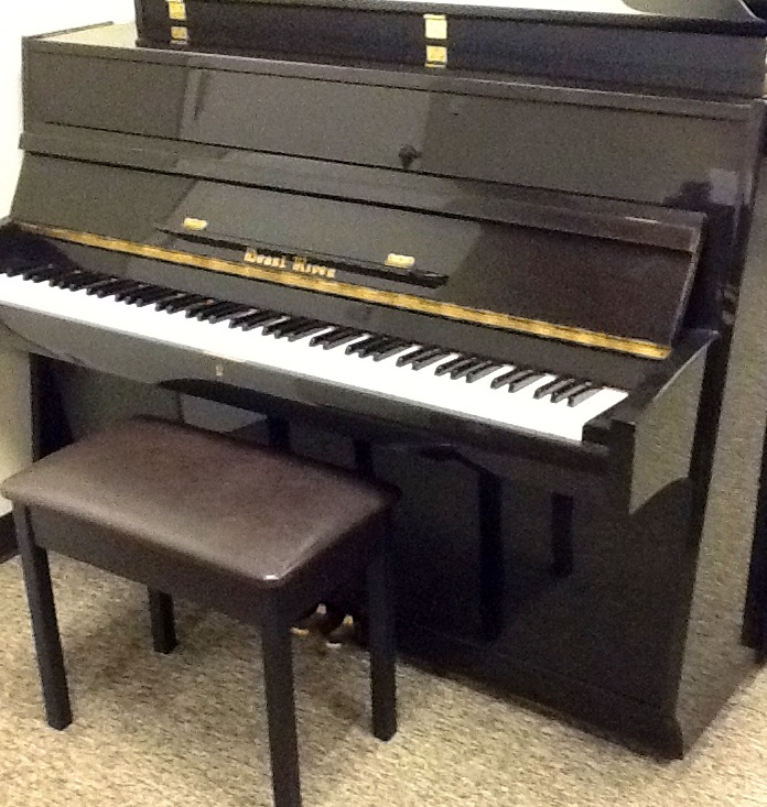 Pearl River EU122 Upright Piano