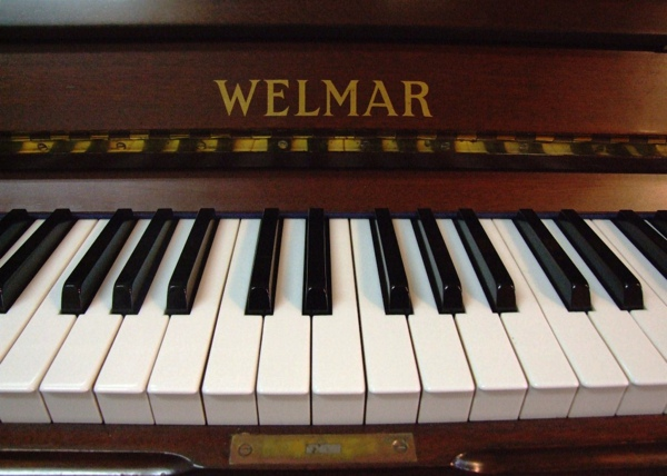 welmar_upright_keys