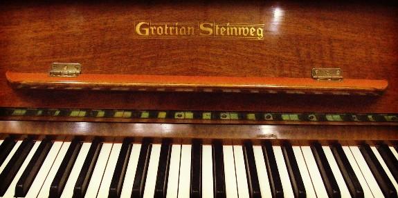 grotrian steinweg music desk