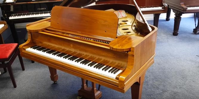 second hand digital pianos roberts pianos. Black Bedroom Furniture Sets. Home Design Ideas